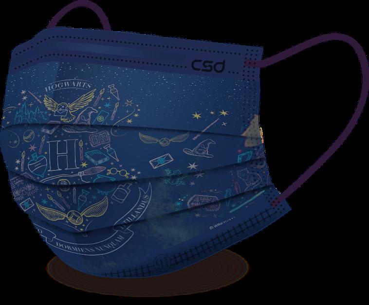 「入學通知」的設計以深藍色神秘點點星空為背景,「霍格華茲校徽」、「學院分類帽」等...