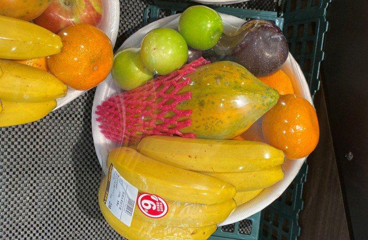 營養師提醒水果一定腐爛、發霉應避免食用,免得影響健康。圖/南投醫院提供