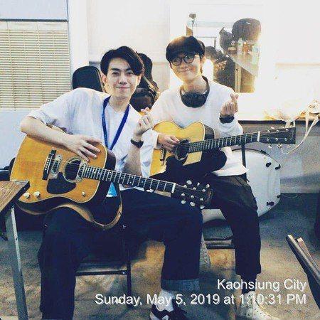 謝震廷(右)Po 出與李友廷合照,宣布和好。圖/摘自臉書