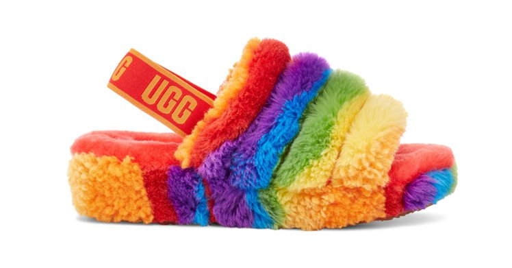 印象加州系列FLUFF YEAH彩紅毛絨蹦帶涼鞋,4,800元。圖/UGG提供