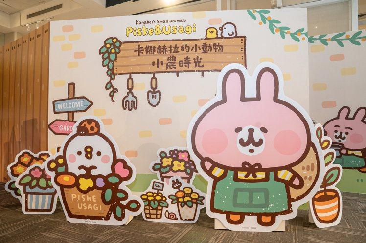 8米長主題牆、斗笠造型粉紅兔兔與等身立體公仔讓粉絲拍好拍滿。圖/業者提供