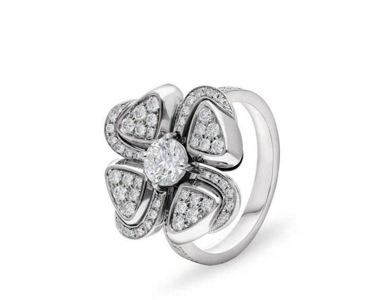 BVLGARI Fiorever系列鑽石花型戒指,約48萬8,200元。圖/寶格...
