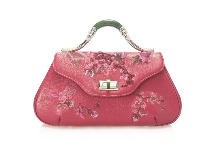 粉色刺繡玉手提包,原價66,800元、特價29,900元。圖/夏姿提供