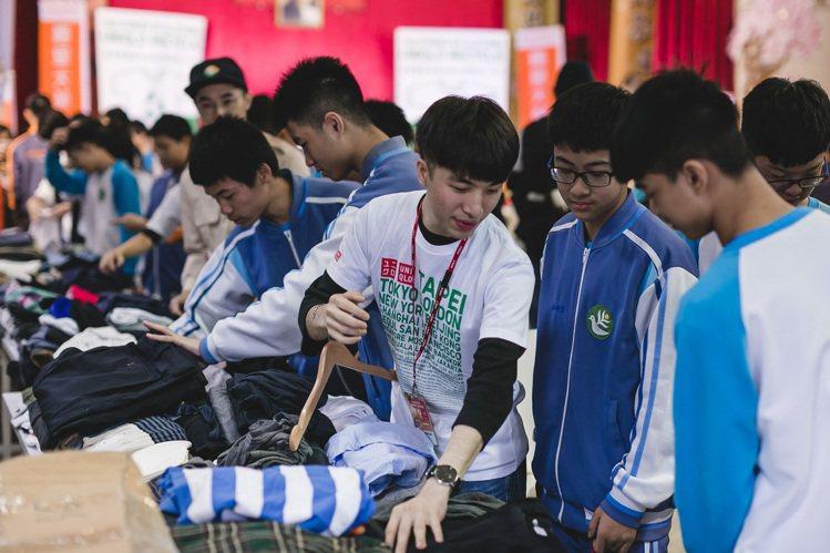 響應全球RE-UNIQLO計畫,UNIQLO台灣推動二手衣回收再捐贈活動。圖/U...
