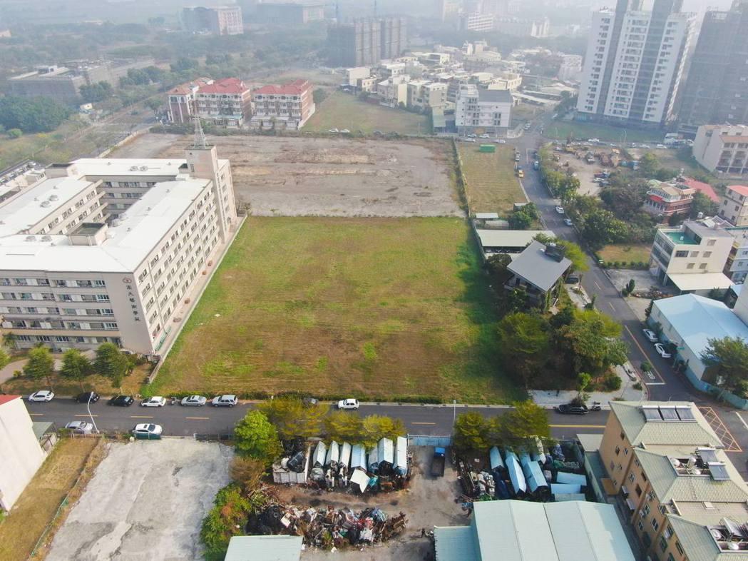 高雄市今舉辦第一季開發區土地標售,共有7標土地售出,進帳17億。圖/高雄市地政局...