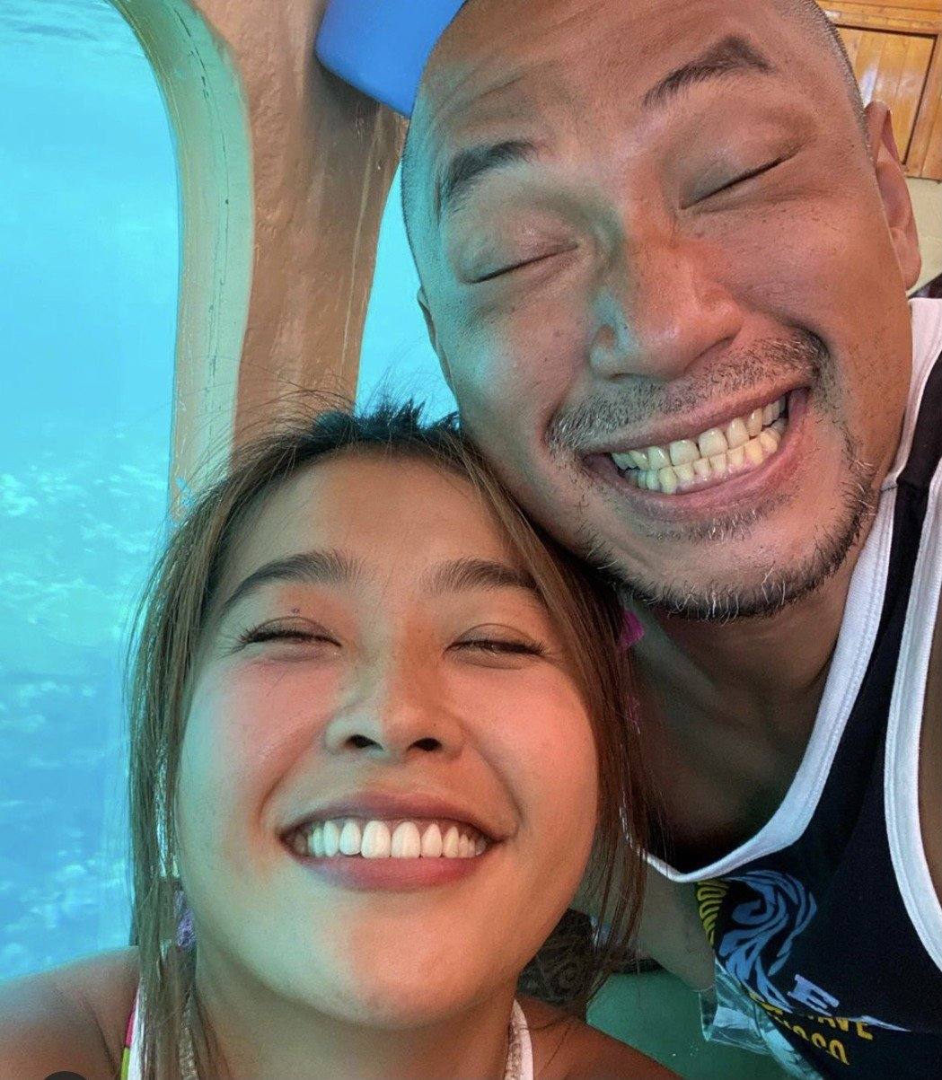 小嫻(左)和金剛,繞了一圈在南台灣相遇相知相識。圖/金剛IG