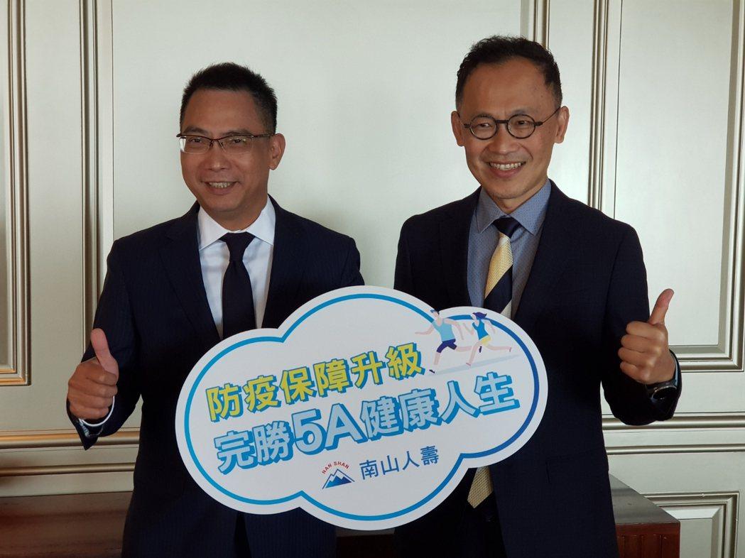 南山人壽代總經理范文偉(左)、產品發展暨精算資深副總陳維新(右),今宣布推出疫苗...