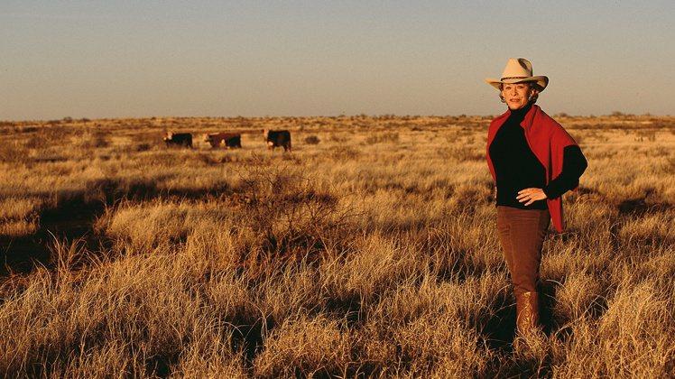 安妮馬里恩攝於德州金郡6666牧場。圖/蘇富比提供