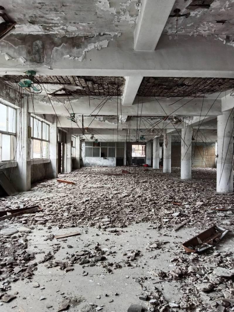 基隆市政府以安全為由,要求公有富貴市場承租攤商、住戶限期搬遷,引發爭議。記者邱瑞杰/攝影