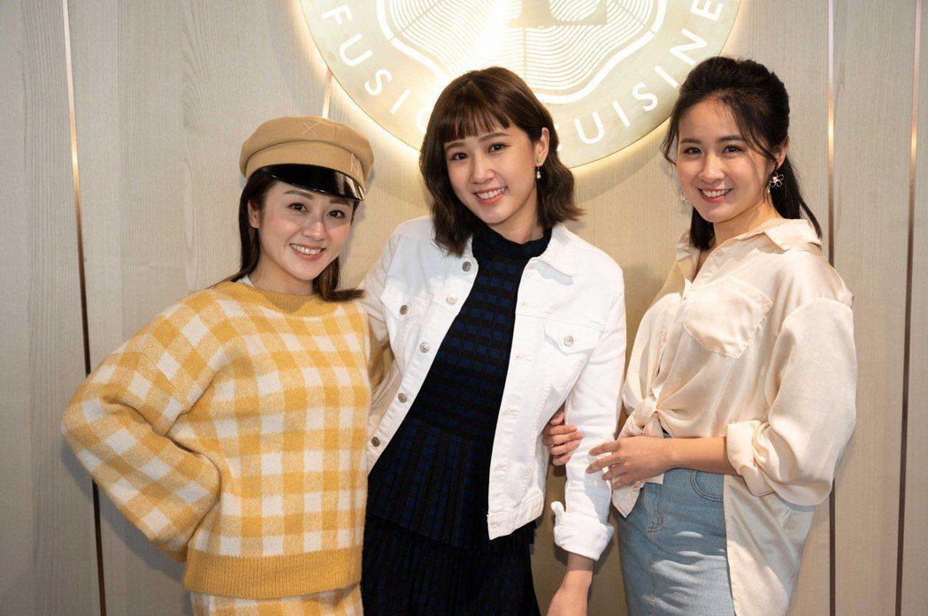 方志友(中)加入「女力報到」,與楊佩潔(左)、顏以娜(右)閨密同住。圖/TVBS