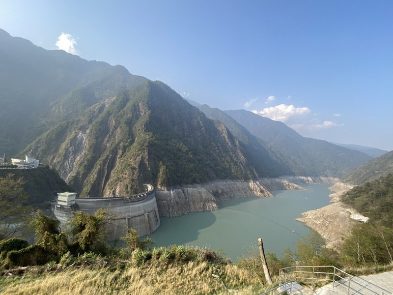 水利署資料顯示,中部最大的德基水庫今天的蓄水率不到8%,僅剩7.6%。記者趙容萱/攝影