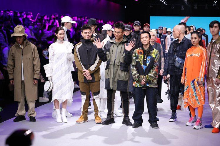 茄子蛋在台北時裝周開幕的「永續時尚」大秀中,展現自然機能時尚。記者王聰賢/攝影