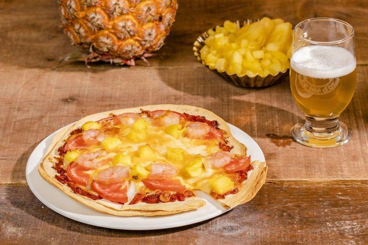 陽光鳳梨披薩,每份350元。圖/金色三麥提供