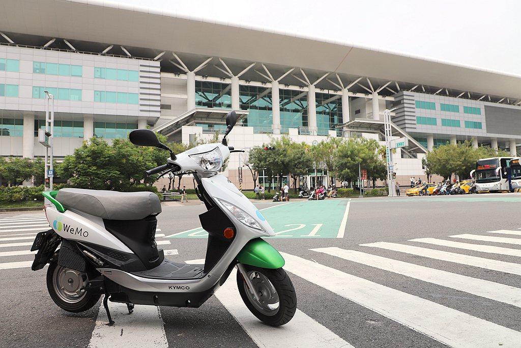 WeMo Scooter提供高鐵左營站信府地上專屬免費停車場,出高鐵站步行3分鐘...