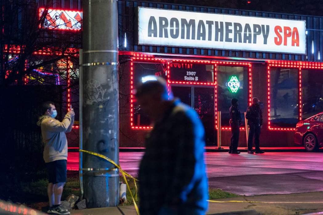 但就在警方還在摸索現場的時刻,對街的另一家亞洲按摩店「芳療SPA」(Aromat...