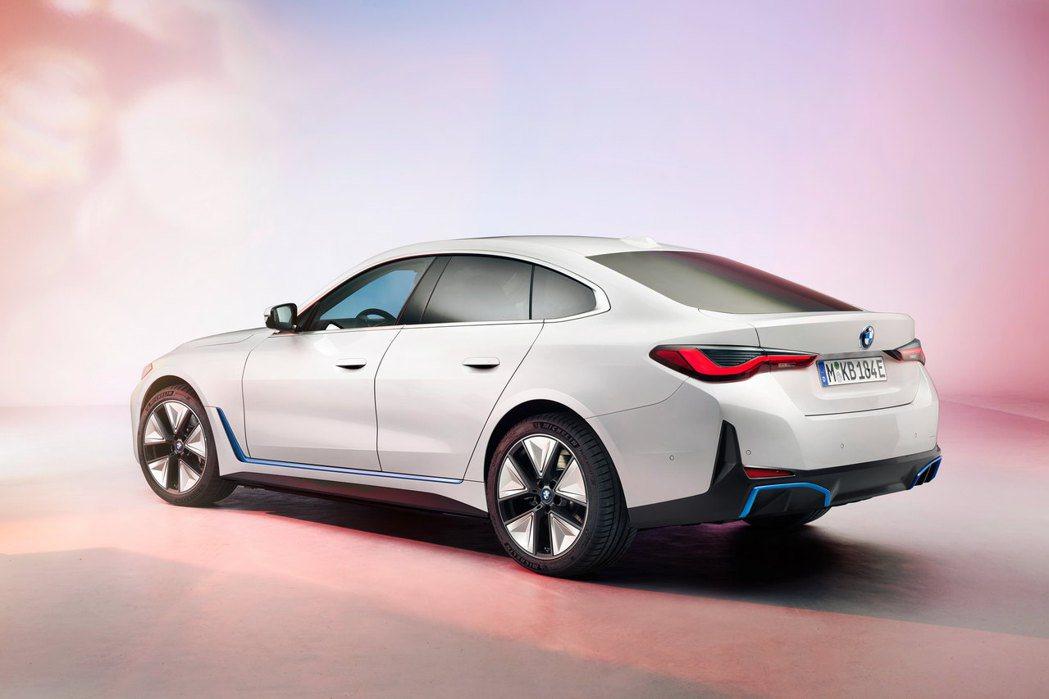 全新純電車BMW i4零百加速僅需四秒即可完成。 摘自BMW