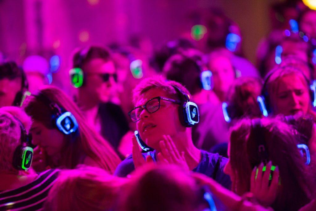 耳機派對(Silent Disco)示意圖。 圖/路透社