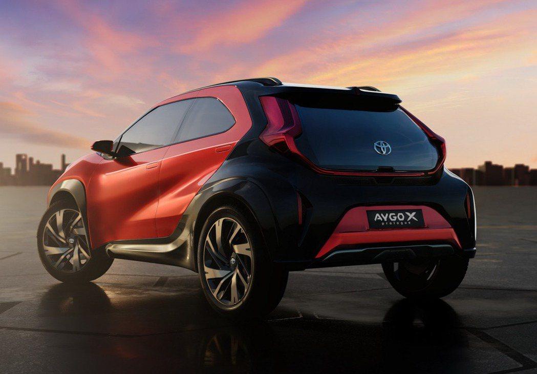 車尾肌肉線條讓Toyota Aygo X Prologue擁有顯著的跨界風格。 ...