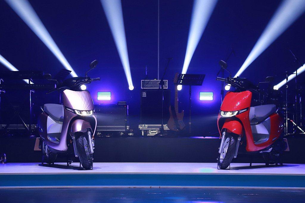 KYMCO i-One是一台以3C科技作為開發理念、專為都會騎士所設計的時尚出行...