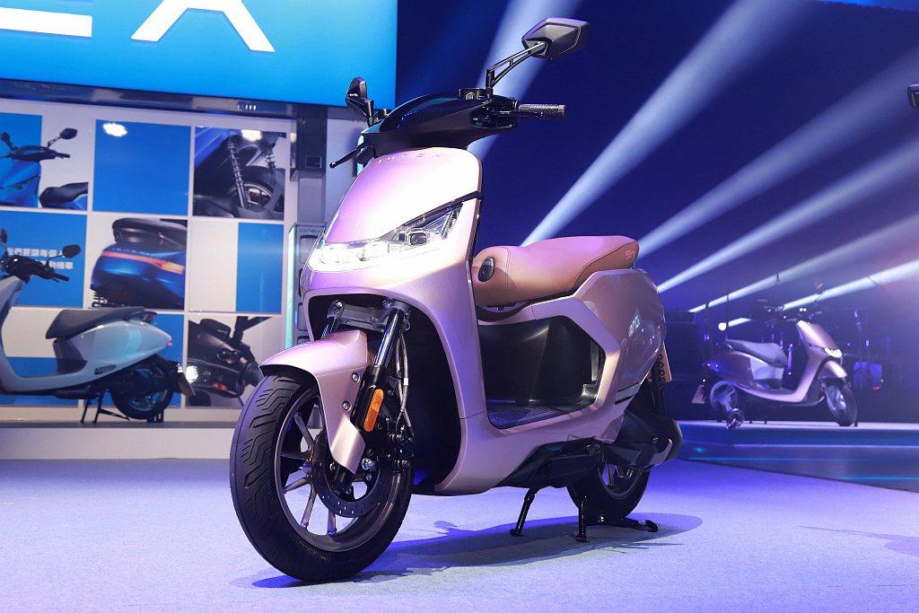 KYMCO S7是一台以運動街跑作為開發理念、專為重機騎士所設計的疾速奔馳電動機...