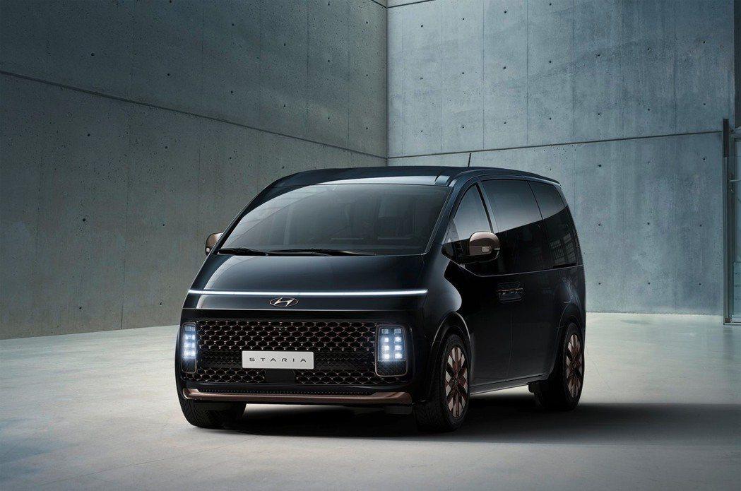 全新Hyundai Staria車身沒有過多的線條。圖為高階車型Staria L...