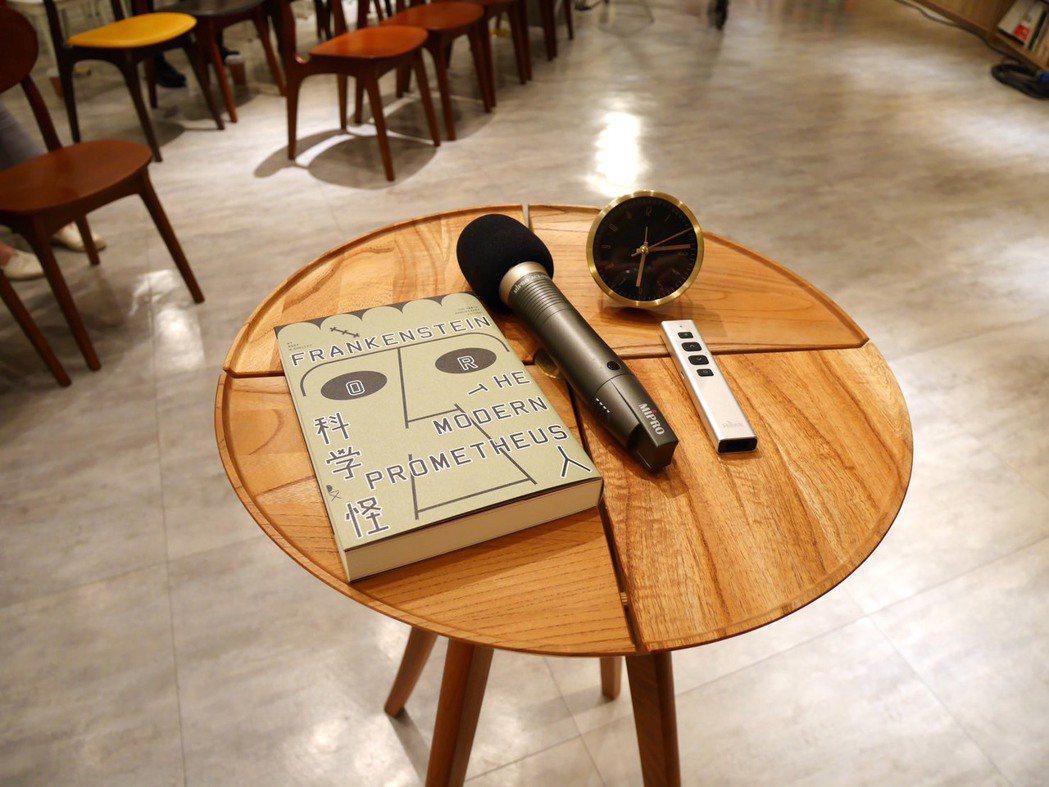 意猶未盡?中央書局現場亦販售啟明出版社出版的《科學怪人:200週年紀念版》。 圖...