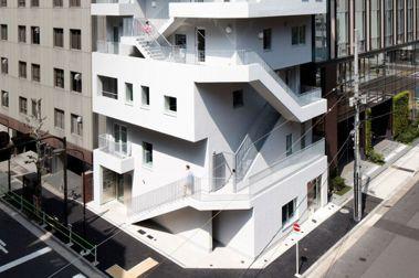逃生梯成為建物外牆:NIKKEN SEKKEI創造東京辦公大樓新面貌