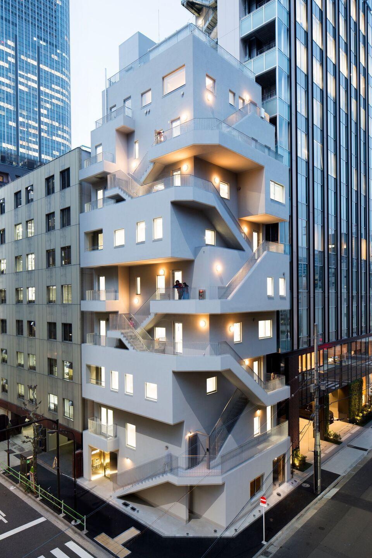 NIKKEN SEKKEI設計的新辦公大樓,刻意將逃生梯外露,創造更多可用空間。...