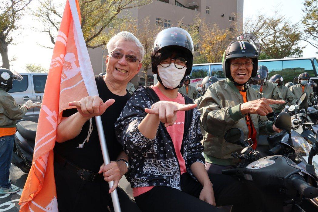 不老騎士為愛啟程,弘道公益大使盧廣仲行動支持。 弘道老人福利基金會/提供。