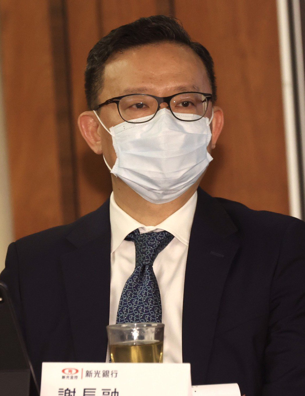 新光銀行總經理謝長融今(18)日下午出席法說會身影。記者黃義書/攝影