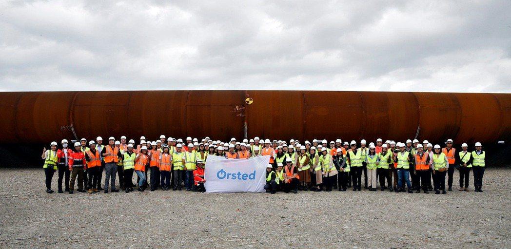 大彰化東南及西南第一階段離岸風場首批由台灣廠商世紀鋼製作的水下基樁已完成製造,沃...