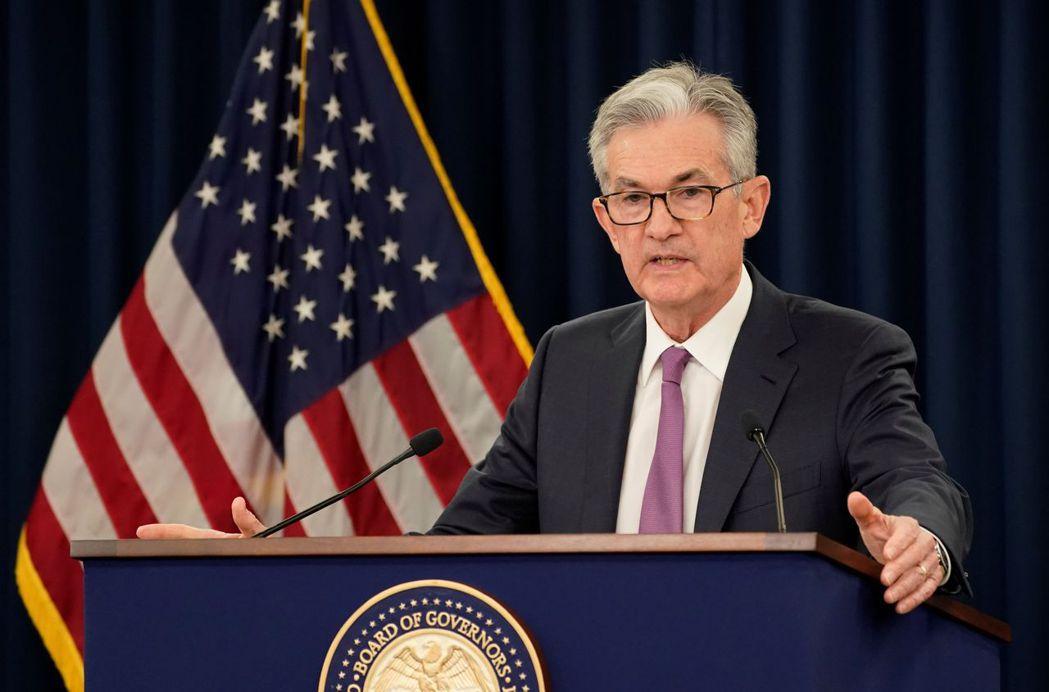 聯準會(Fed)主席鮑爾表明,儘管美國經濟復甦,Fed仍將維持0%利率並持續現行...