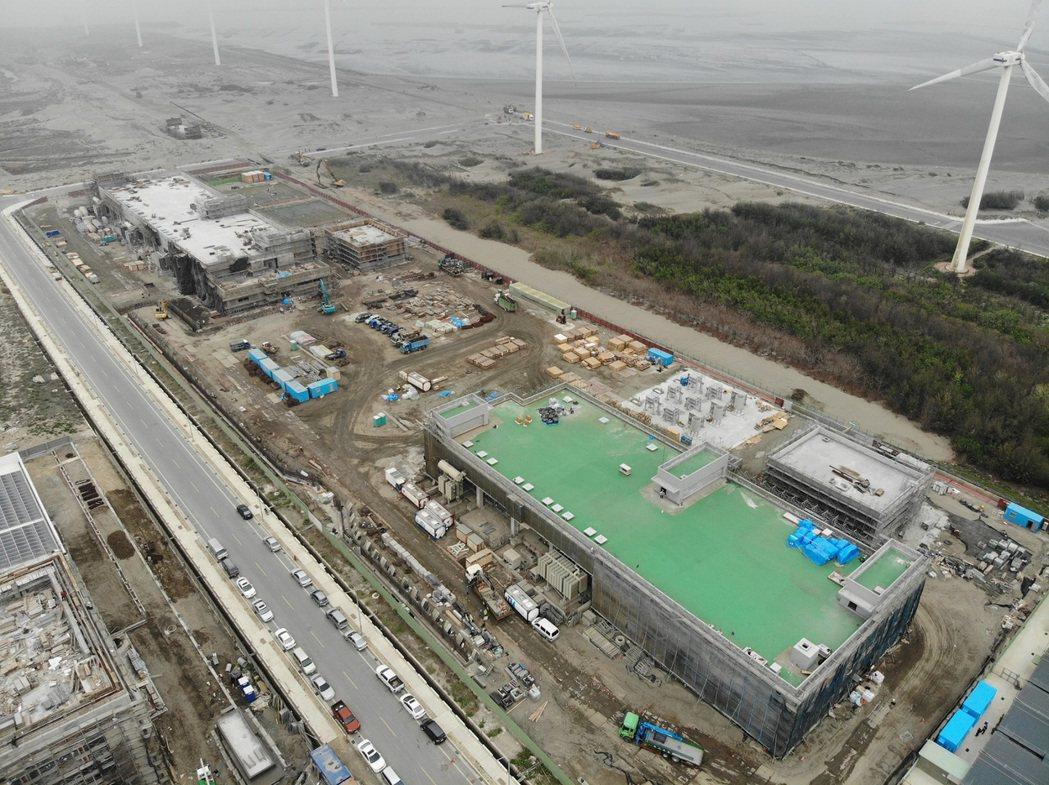 大彰化東南及西南第一階段陸域工程進度良好,沃旭能源已順利完成兩座陸上變電站主建築...