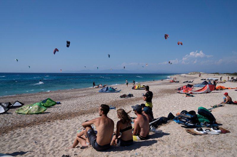 歐盟計畫推出「綠色數位通行證」計畫挽救觀光業。路透