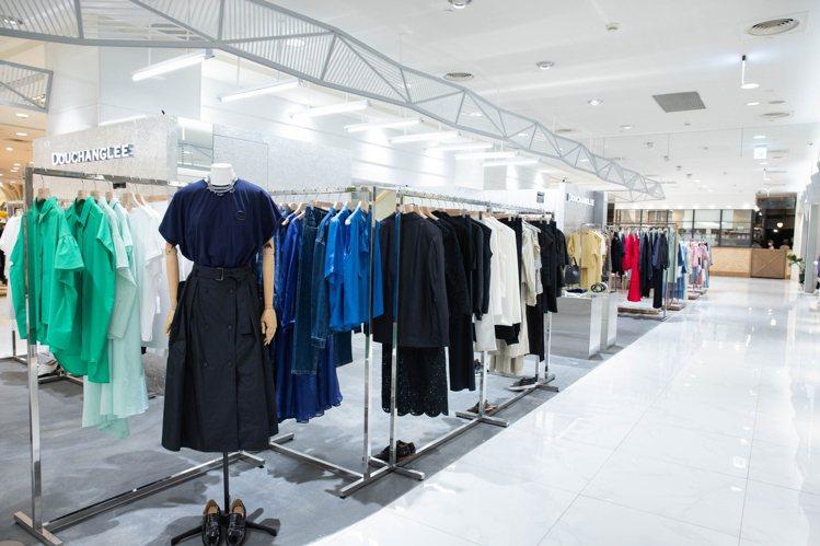 DOUCHANGLEE在復興館的櫃位空間,表現品牌一貫的都會簡潔風格。記者沈昱嘉...