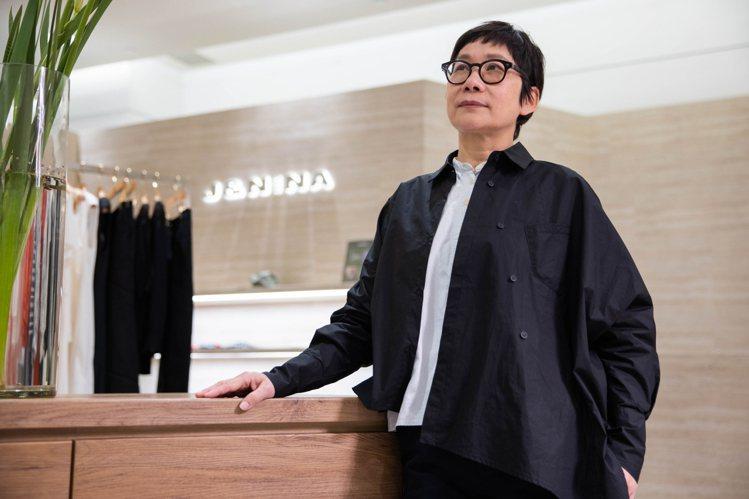 J&NINA設計師郭珮玲指出,SOGO復興館是精品必爭之地,百貨能闢出台...