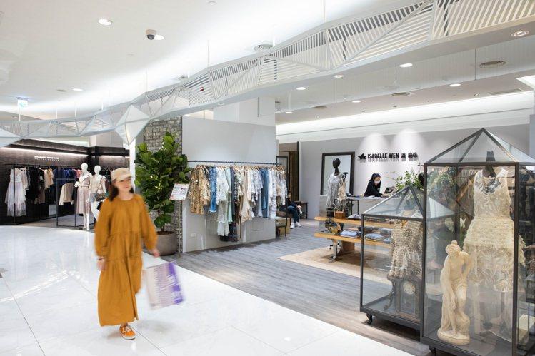 SOGO復興館集結8位國內知名設計師,在5樓打造「台灣時尚設計師專區」。記者沈昱...