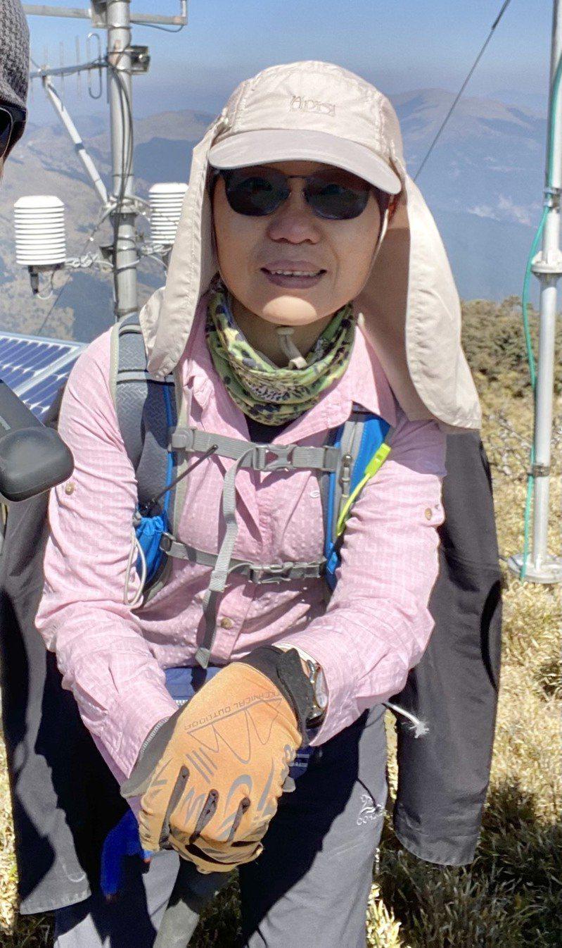 氣象局第二組科長李秀蓮是負責維修高山氣象站的唯一女性。圖/氣象局提供