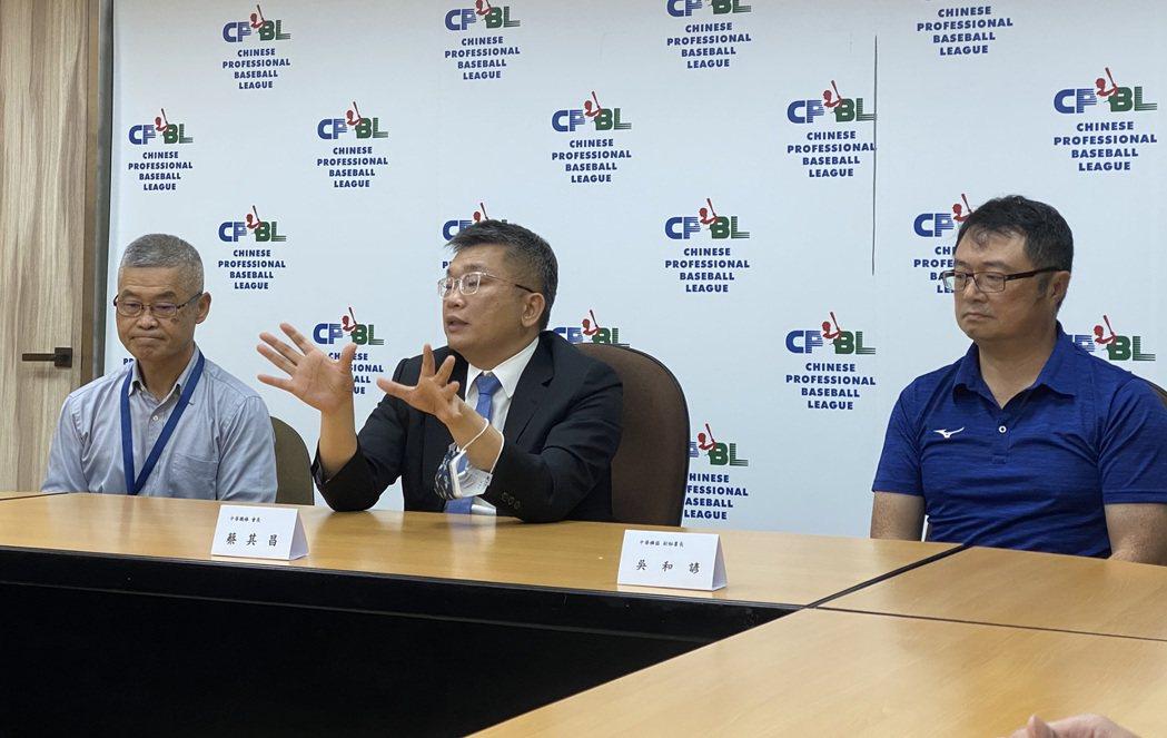 中華職棒18日和棒協進行首次6搶1資格賽籌備會議,中職和棒協各提一份防疫計畫,分