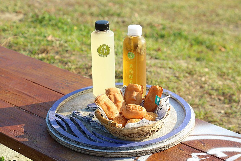 冷泡茶是找茶葉廠商自行製作,雞蛋糕則是可愛的摩艾造型。 圖/李惠洲 攝影