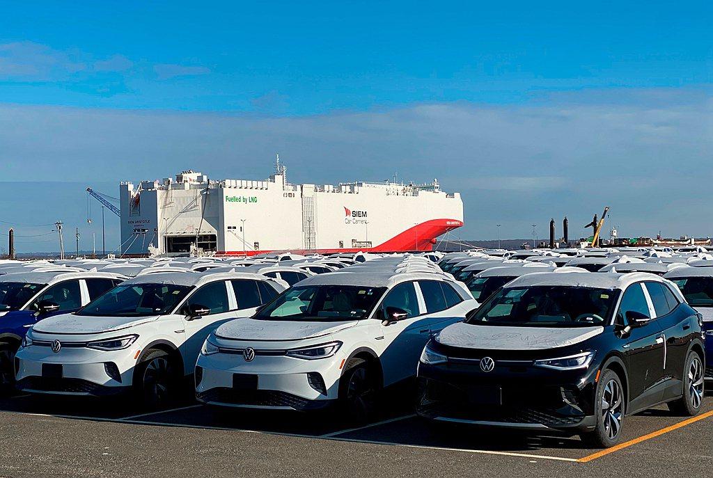 福斯ID.4電動跨界休旅預計3月中起向歐洲與中國消費者開始交車,美國市場排定今年...