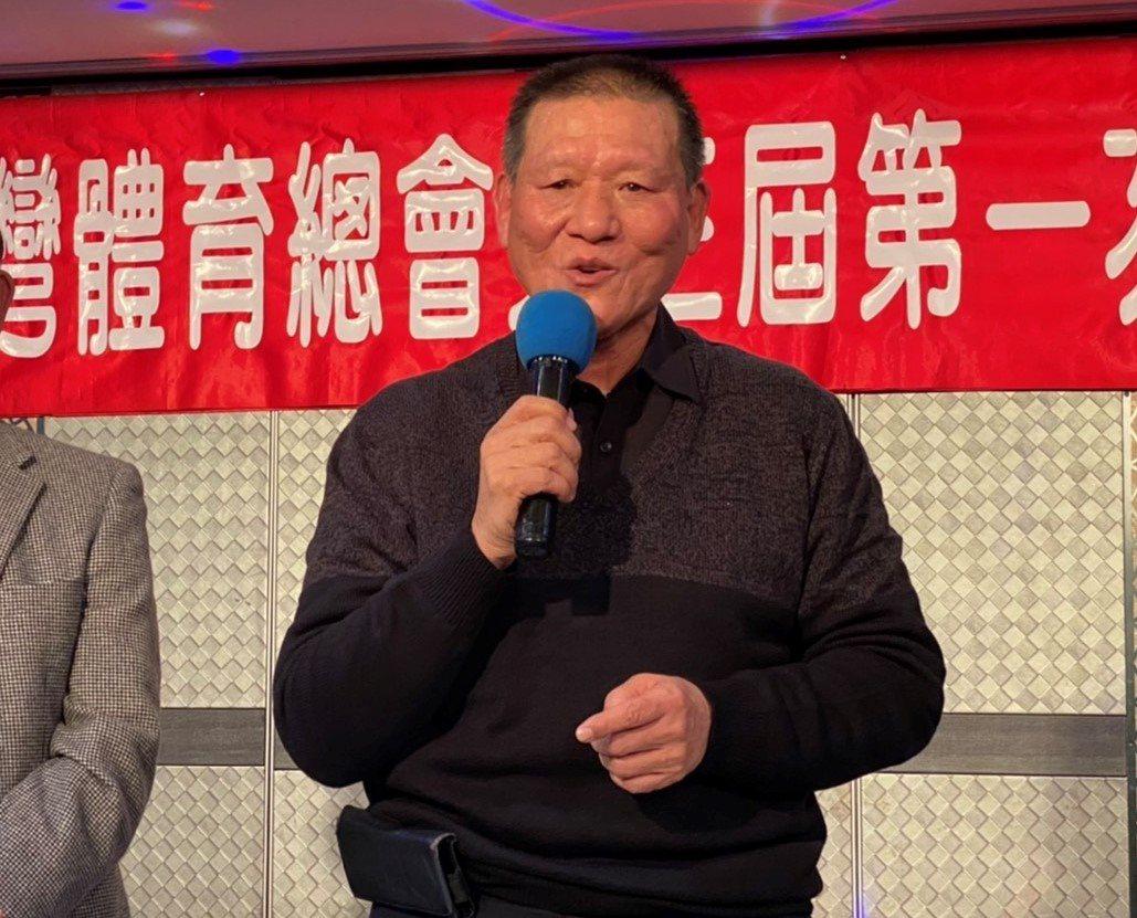 擔任台灣體育總會理事長8年的鄭錦洲最近卸任,但仍擔任救國團基隆市團委會主任委員。...