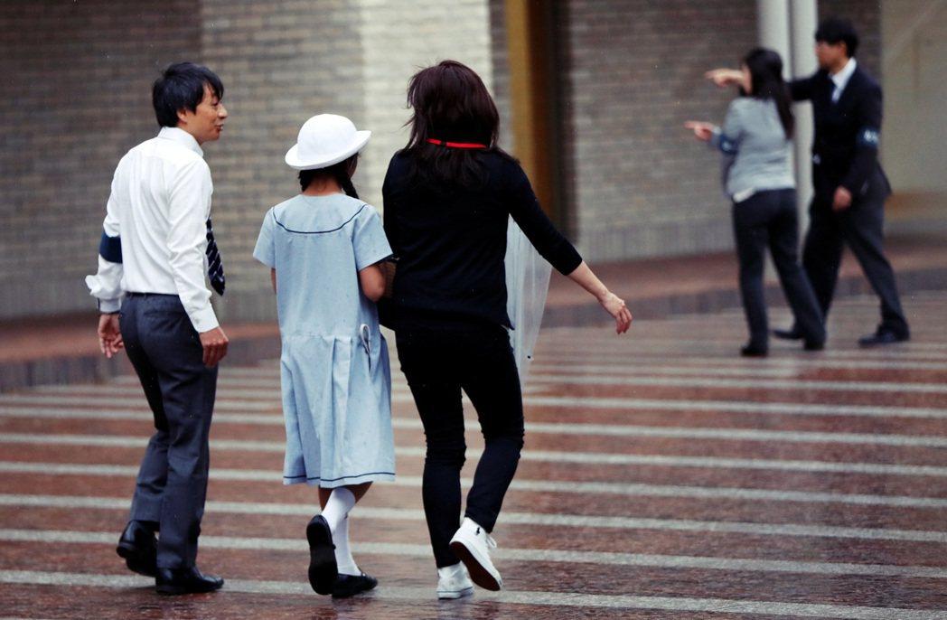 更多的是不自覺的父母與孩子,正時時處在高壓的精神和心理虐待之中。圖為示意圖,非當...