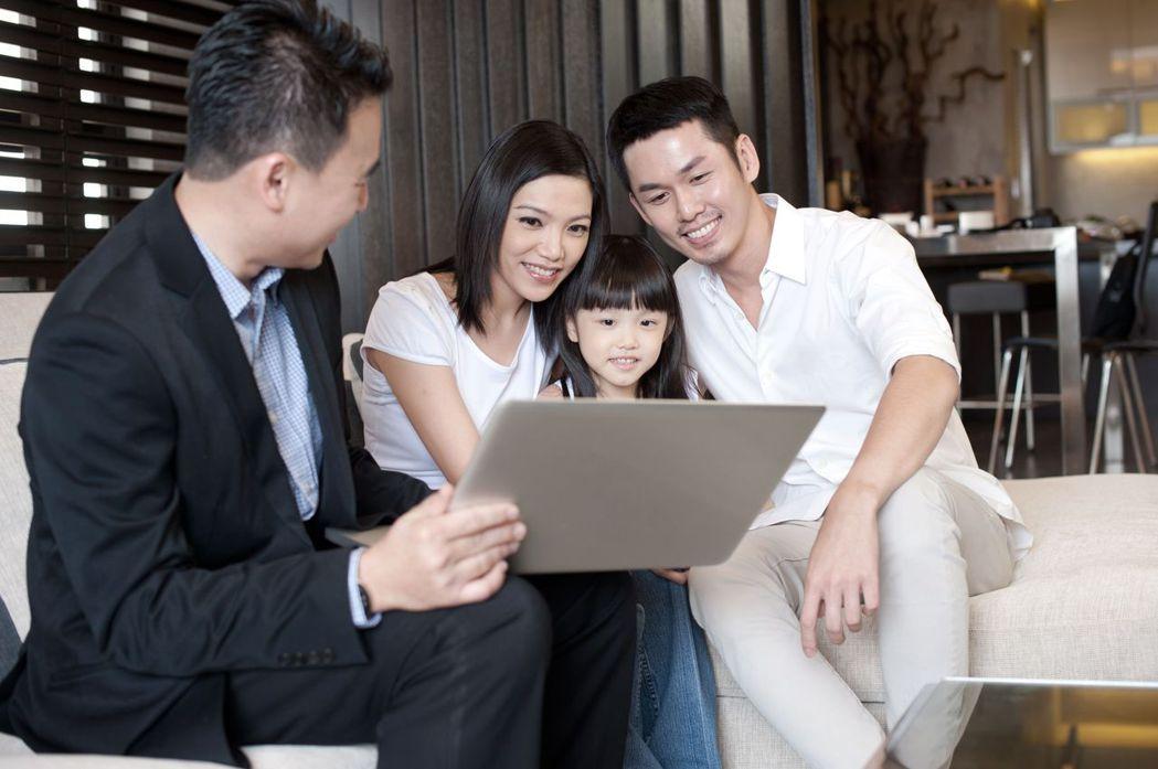 保險業務想賺穩定業績獎金,可參考資深前輩建議。圖片來源/Shutterstock