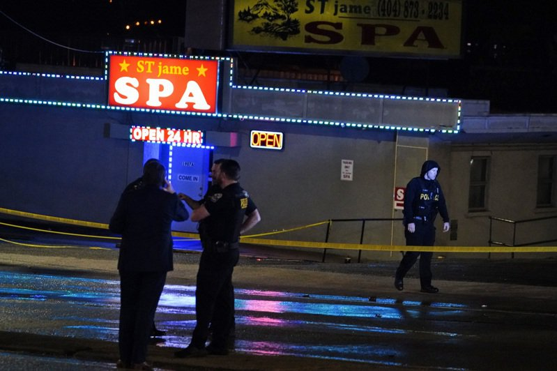 美國喬治亞州亞特蘭大近郊16日爆發重大連續槍擊案,遇襲地點都是亞洲按摩店。全案引發美國亞裔社群的憤慨,警方也正調查是否與仇恨犯罪有關。 美聯社