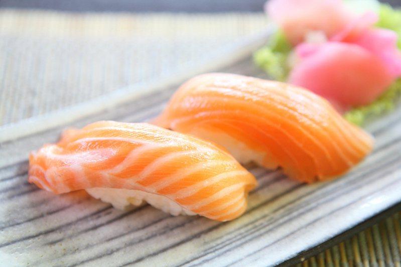 知名壽司店推出姓名中有「鮭魚」同音同字就能享「全桌免費」,掀起「鮭魚之亂」。示意圖/ingimage