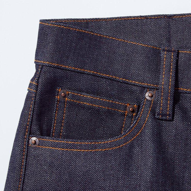 Jil Sander力推的赤耳牛仔褲,就會發現連同裝飾的鉚釘上,都有著「+J」刻...