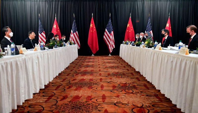 美中外交高層於台灣時間19日凌晨5時在阿拉斯加進行首輪會議,但現場火藥味濃厚。法新社