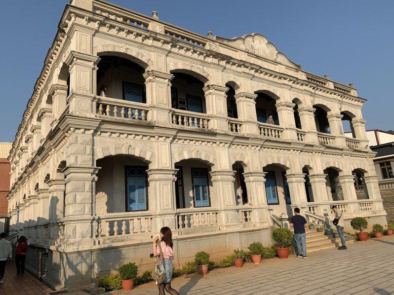 金門最大、最美的洋樓-陳景蘭洋樓,是觀光可必到的打卡景點。 記者楊文琪/攝影