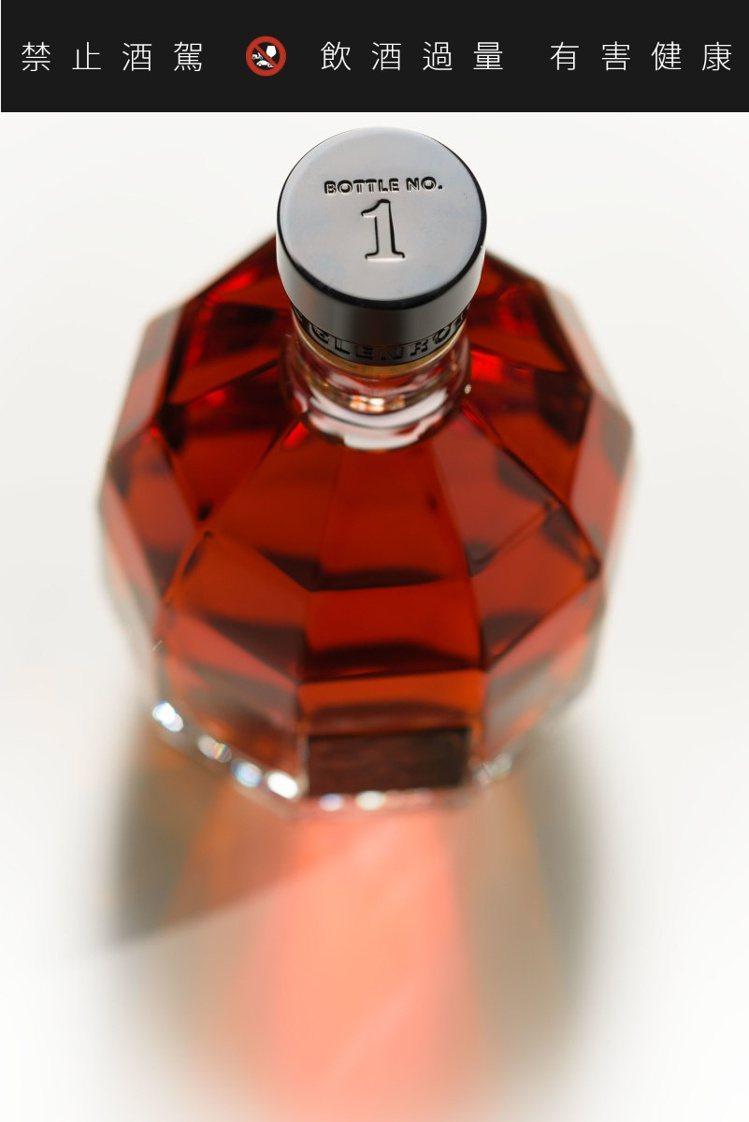 每一瓶的瓶蓋都有獨立編號。 圖/摘自格蘭路思官網。 提醒您:禁止酒駕 飲酒過量有...